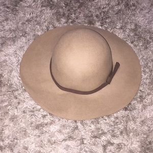 Accessories - Fashionable hat